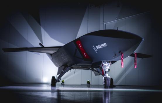 Австралия впервые за 50 лет представила военный самолет