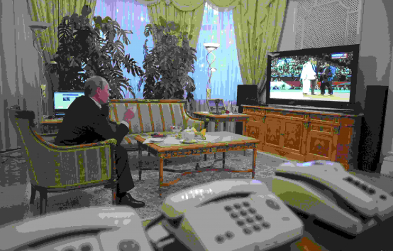 В Кремле зазвонил телефон. Беспрерывно и громко