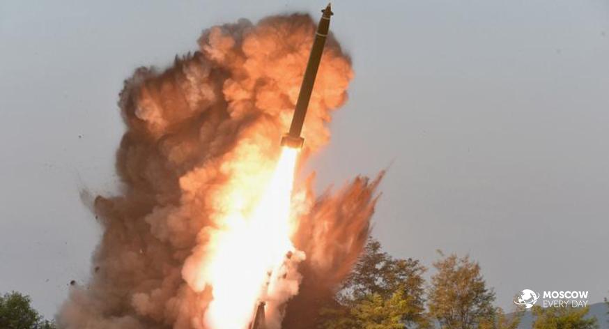 Запуск КНДР баллистических ракет в сторону Японии