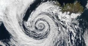 Сложная ситуация с коронавирусом в Индии усугубляется надвигающимся тайфуном Таукта