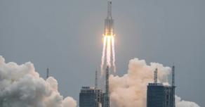 В мире ожидают последствий падения сошедшей с орбиты китайской ракеты