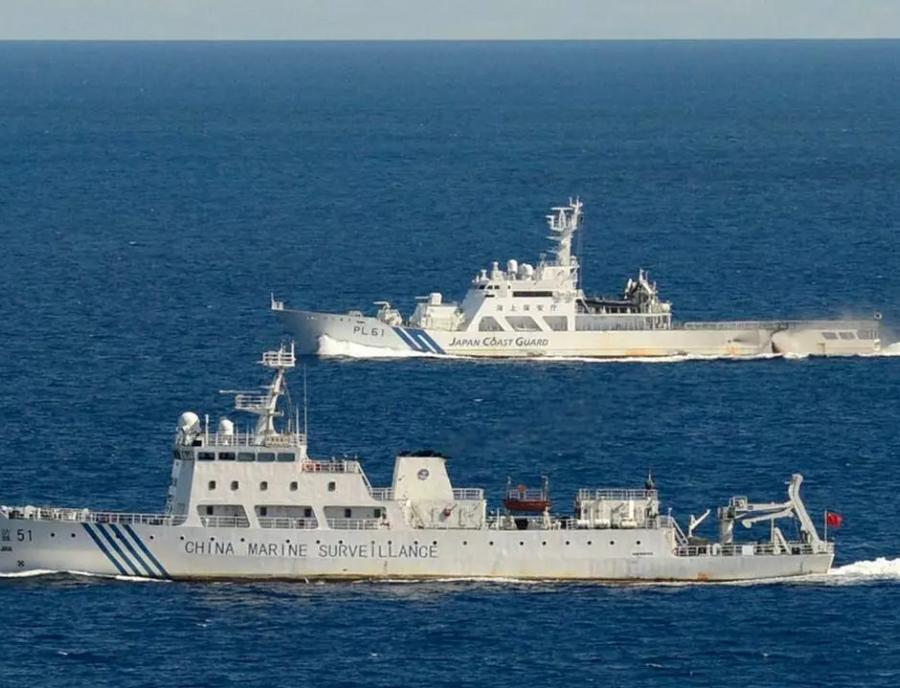 Военные суда КНР зашли в японские территориальные воды в районе островов Сенкаку