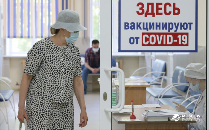 Кабинет министров России получил от Путина поручение вакцинировать трудовых мигрантов