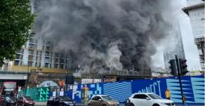Крупный пожар в Лондоне на железнодорожной станции Elephant and Castle